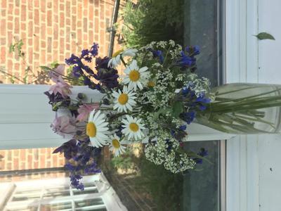 show_1687/thumbnail-Wild_flower_bouquet.jpg