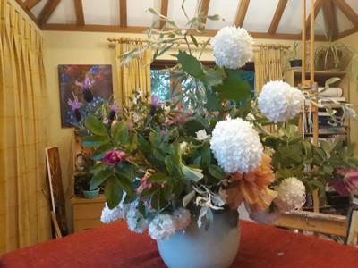 show_1702/thumbnail-Elsie_Burton_Flower_Arrangement_kgOdlyO.jpg